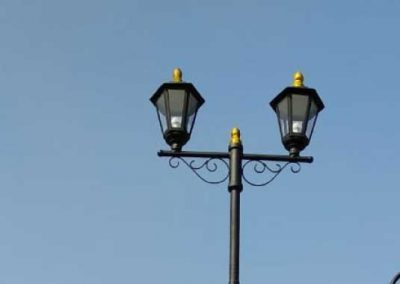 tiang lampu jalan dan perumahan